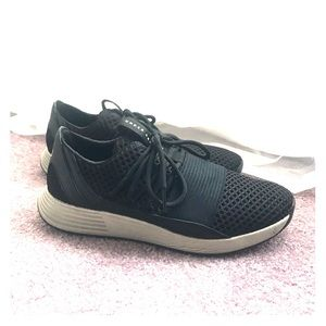 Under armour black sneakers size 8.5